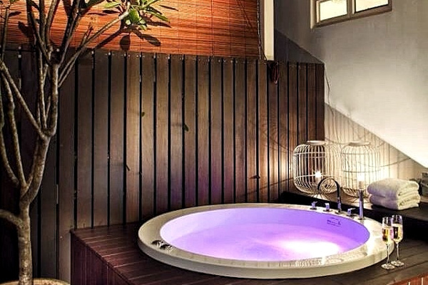 20 gorgeous hotel bathtubs to aggressively share on fb so your