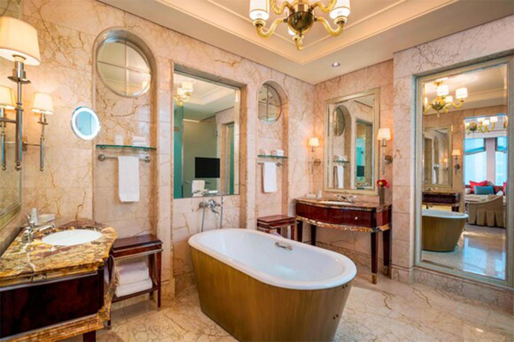 singapore-hotel-bathtubs-st-regis