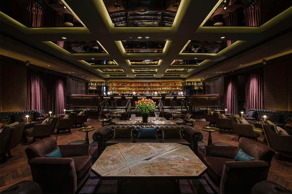 romantic-bars-singapore-manhattan
