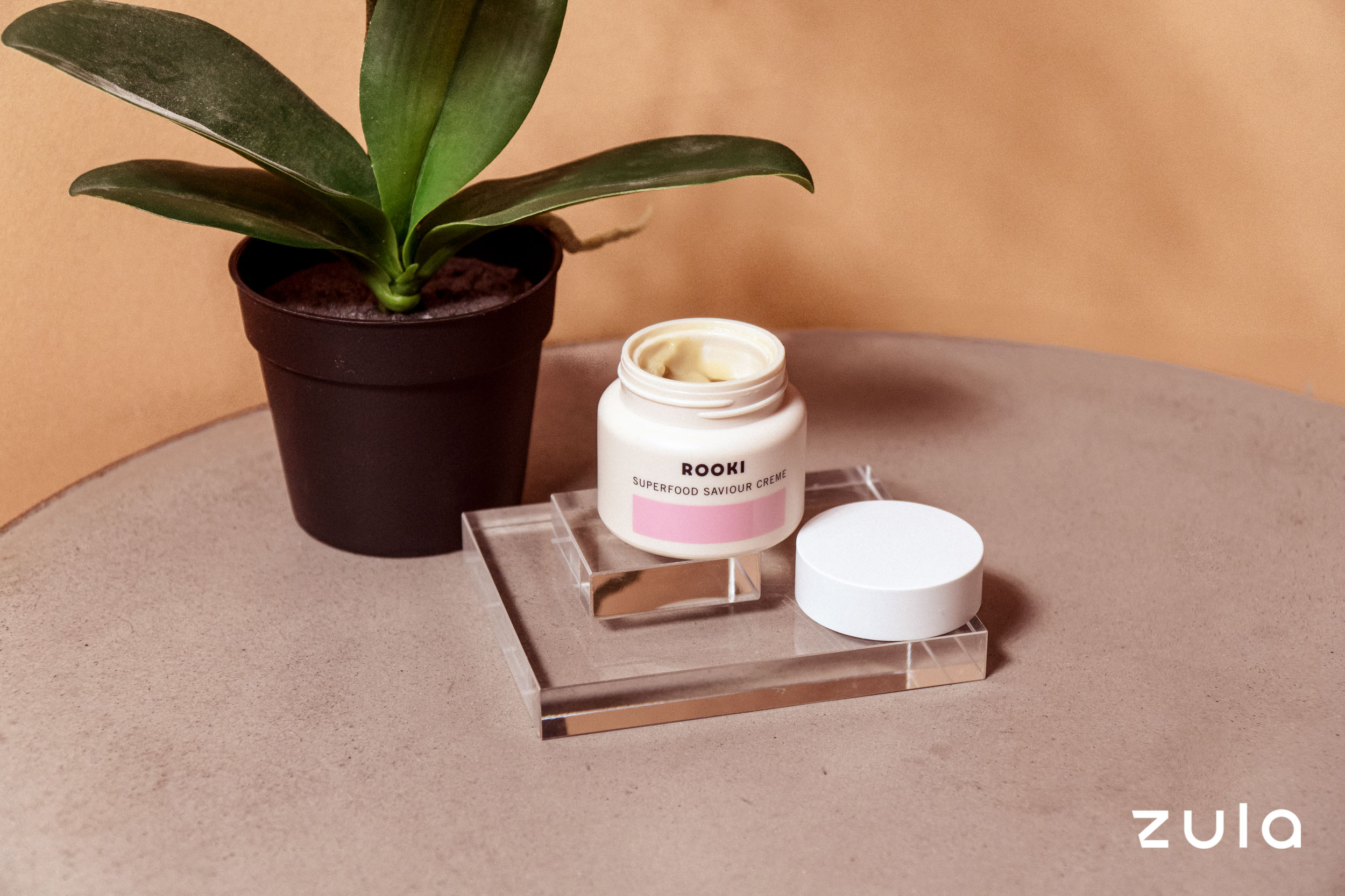 minimalist skincare routine moisturiser