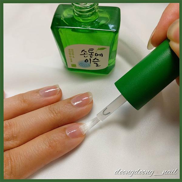 soju-nail-polish-application