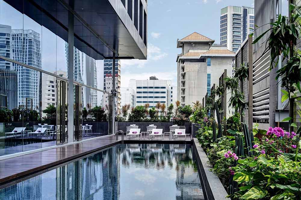 solo-staycation-singapore-yotel-pool