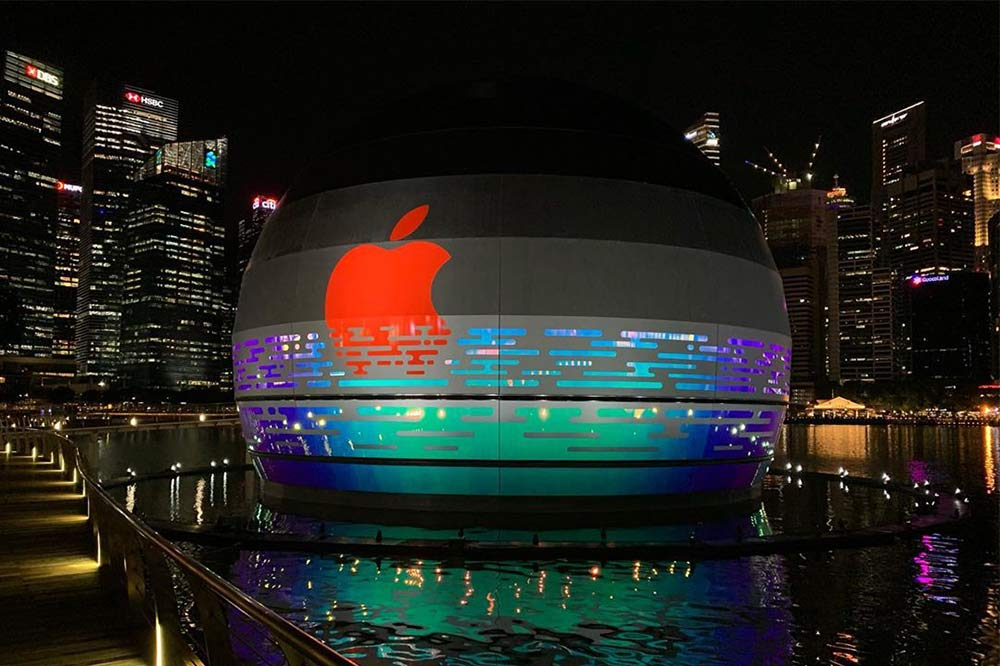 apple-marina-bay-sands-night
