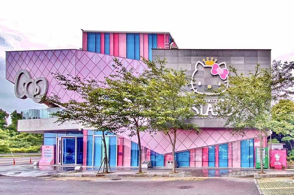 hello kitty theme parks cafes hello-kitty-island