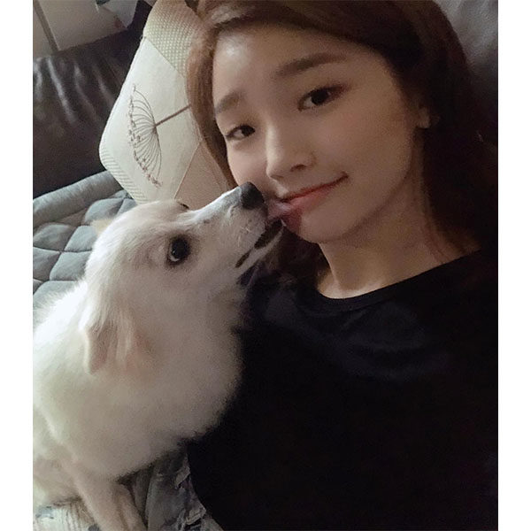 Park So Dam Selfie with her dog