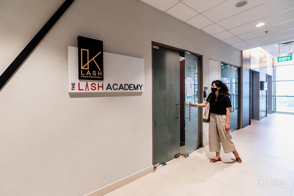 the-lash-academy-entrance