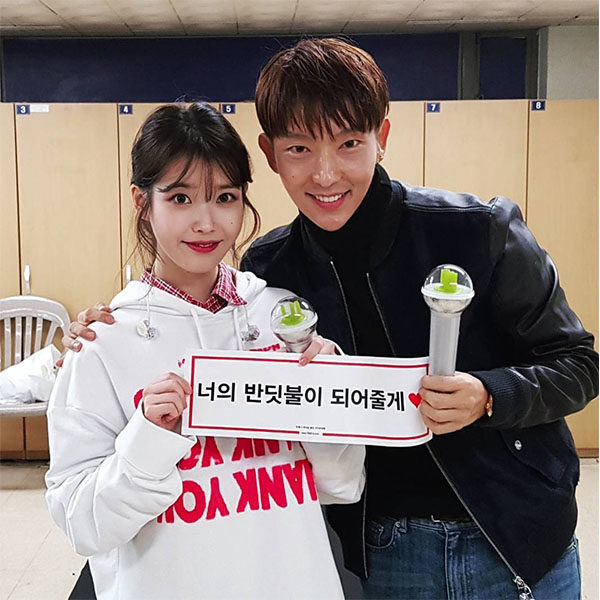 lee joon gi and iu (concert)