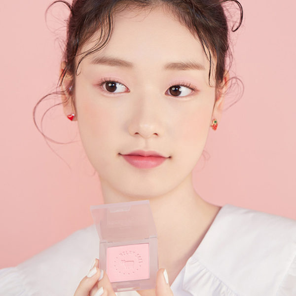 etude milky new year strawberry milk cheek